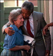 Helen Suzman with a recently released Nelson Mandela on 26 February 1990