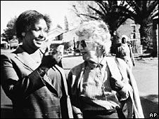 Helen Suzman with Winnie Mandela on 8 August 1986