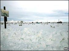A sign near the spot where Robert Aragon's car was stuck in a snow drift, in Shoshone, Idaho, 29 December 2008