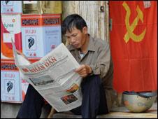 Man reading paper Oct 08