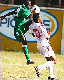 Zambia's Emmanuel Mbola (L) challenges Kenya's Abdulrazak Alwy