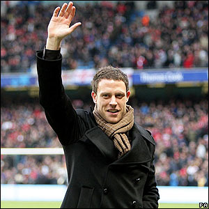 Wayne Bridge is introduced to Man City fans
