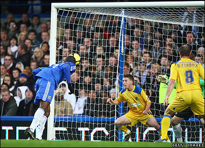 Salomon Kalou heads into the Southend net