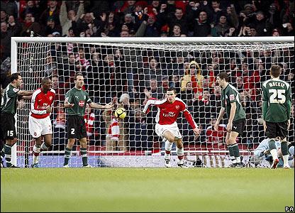 Arsenal's Robin van Persie heads home Samir Nasri's corner