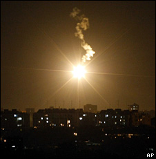 Flare fired over the Gaza Strip by the Israeli military (3 January 2008)