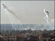 Smoke from explosions in Gaza City (04/01/09)
