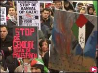 تواصلت الاحتجاجات حول العالم