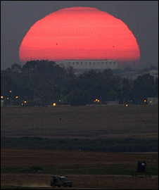 Sun sets over Gaza Strip (4 January 2009)