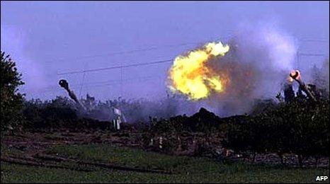 Israeli tank fire into Gaza
