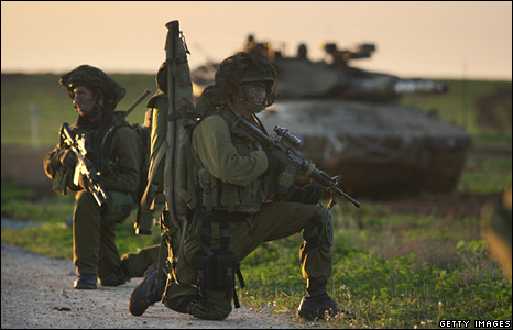 Israeli infantry soldiers near the Gaza Strip (4 January 2009)