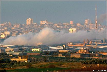 Sale humo desde Gaza.