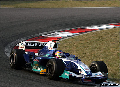 Jacques Villeneuve drives for Sauber in the 2005 Chinese Grand Prix