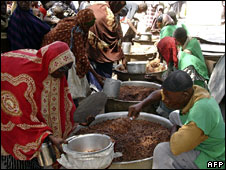 People getting food aid in Mogadishu