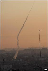 Cae una bomba israelí a territorio de Gaza.