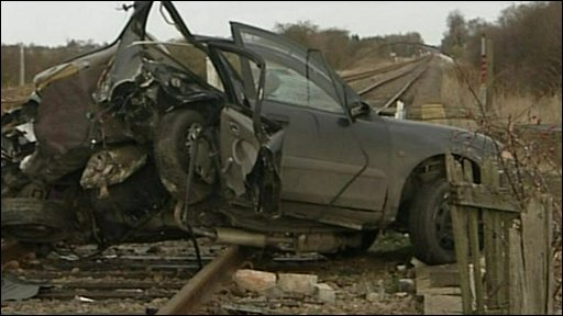 Crash driver killed on rail line