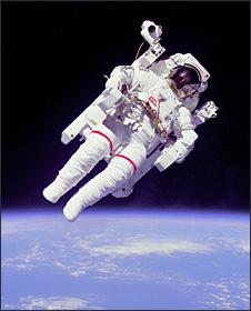 Bruce McCandless on MMU (Nasa)