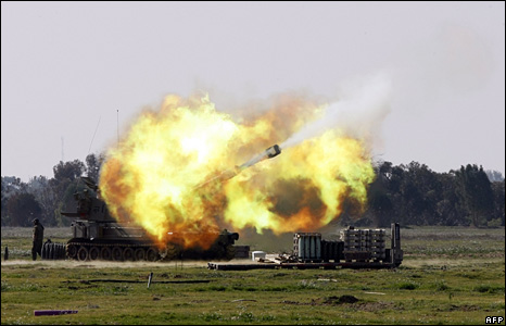 Israeli army artillery shells the Gaza Strip