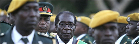 Robert Mugabe surrounded by soldiers