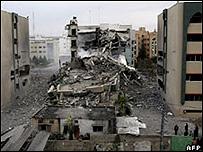 مباني مدمرة للجامعة الاسلامية في غزة