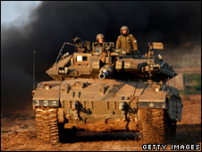 Israeli tank enters Gaza (5 January 2009)
