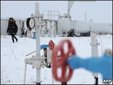 A gas pipe in the Ukrainian town of Boyarka, near Kiev (04/01/2009)
