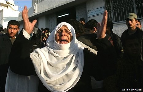 A relative of a Palestinian victim reacts at the Shifa hospital, Gaza City, on 5 January 2009