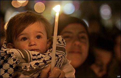 Palestinians in the West Bank city of Ramallah take part in a candlelit vigil, 6 Jan 2009