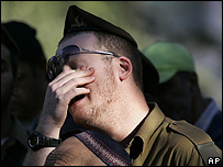 Un soldado israelí llorando