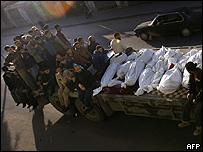 Camión con cadáveres en la Franja de Gaza