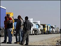 Camiones con ayuda humanitaria
