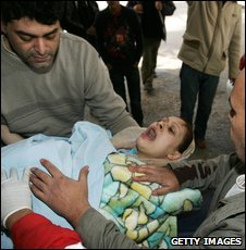 A wounded Palestinian woman in Gaza on 7 January 2009