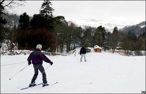 Skiers in the Tyne Valley