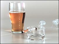 Cigarrillo y cerveza