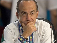 Mexican President Felipe Calderon at a summit in Brazil (17/12/2008)