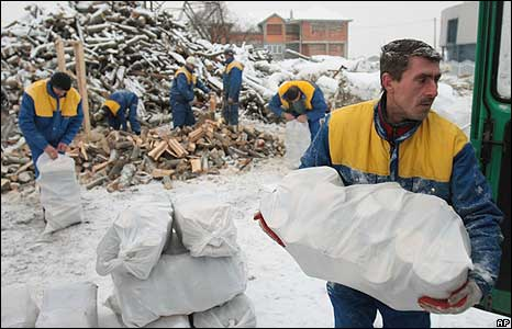 A Bosnian worker carries bag of fire wood in Sarajevo, on 8 Jan 2009