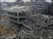 Gaza City mosque hit by bombardment - photo 8 January