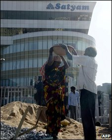Indian labourers work in front of the Satyam Software Company