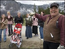 Winston Blackmore with some of his daughters and grandchildren, in Bountiful, BC - file photo 21/4/2008