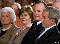 Президент Джордж Буш с семьей