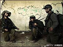 جنود من قوات المظلات الإسرائيلية في قطاع غزة