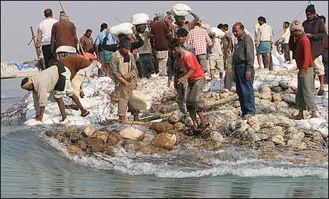 Emnakment on the Kosi river