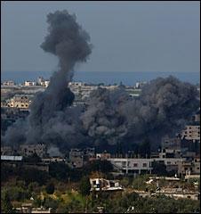 Smoke rises over the northern Gaza Strip, 9 Jan 2009