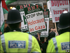 Pro-Palestinian protesters outside Israeli embassy in London (04/01/09)