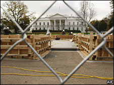 Workers build the inauguration stand on 7 November 2008