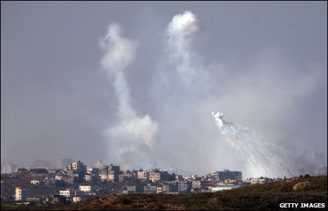 Smoke billows from Gaza on 10 January 2009, as seen from Israel-Gaza boundary in Israel