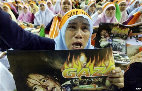 A women shouts slogans during a protest against the Israeli action in Gaza, at a stadium in Kuala Lumpur, Malaysia, on 10 January 2009