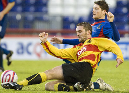 Inverness' Iain Vigurs (back) is challenged by David Rowson