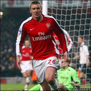 Nicklas Bendtner wins it for Arsenal