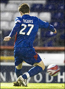 Iain Vigurs fires a shot goalwards to score for Inverness CT