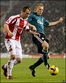 Glenn Whelan and Dirk Kuyt